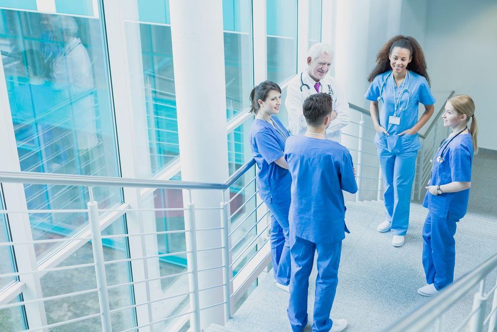 A l'hôpital, il faut sortir du débat mortifère public-privé